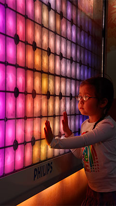 A child is distracted by Imagination Light Canvas of Philips Lighting shows no anxiety of hospitals at  Birminghan Children's Hospital