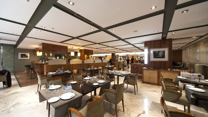 Philips hospitality lighting brings life to the bar at NH Hoteles Eurobuilding