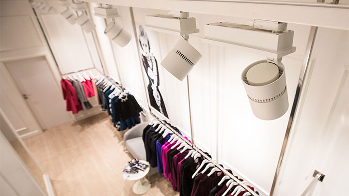 Philips shop lighting illuminates Bizuu store effectively